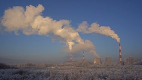 Κρύα άποψη χειμερινών βιομηχανική τοπίων απόθεμα βίντεο