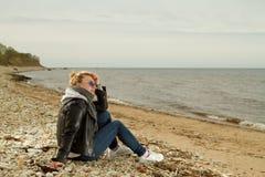 Κρύα θάλασσα κοριτσιών Στοκ Εικόνα