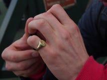 Κρύα και νευρικά χέρια Στοκ φωτογραφία με δικαίωμα ελεύθερης χρήσης
