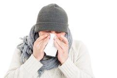 Κρύο άτομο που φορά το καπέλο, το μαντίλι, και το πουλόβερ Στοκ Εικόνες