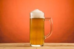 κρύο γυαλί μπύρας Στοκ Εικόνες