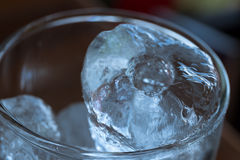 Κρύο γυαλί του πάγου τοπ άποψη, μαλακή εστίαση Στοκ εικόνες με δικαίωμα ελεύθερης χρήσης