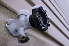 κρύο νερό βρύσης Στοκ Εικόνες