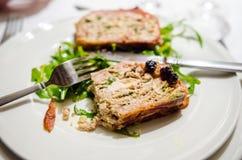Κρύο ορεκτικό με το terrine κοτόπουλου και τη σάλτσα κερασιών Στοκ φωτογραφίες με δικαίωμα ελεύθερης χρήσης