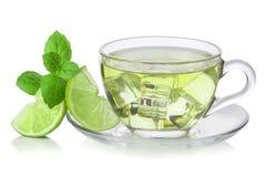 Κρύο πράσινο τσάι με τους κύβους πάγου, ασβέστης που τεμαχίζεται στοκ φωτογραφία με δικαίωμα ελεύθερης χρήσης