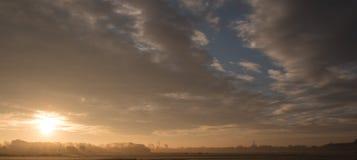 Κρύο πρωί, μια όμορφη ανατολή Στοκ φωτογραφία με δικαίωμα ελεύθερης χρήσης