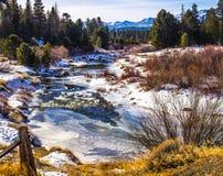 Κρύο ρεύμα βουνών που παγώνεται στοκ εικόνες με δικαίωμα ελεύθερης χρήσης