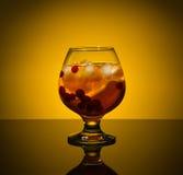 Κρύο τσάι με το λεμόνι και το το βακκίνιο Στοκ Εικόνες