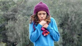 Κρύο χαριτωμένο περουβιανό κορίτσι και φόβος στοκ φωτογραφία με δικαίωμα ελεύθερης χρήσης