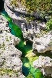 Κρύσταλλο - καθαρίστε το νερό διάσημο Canyon du Verde μεταξύ των βουνών στη Γαλλία στοκ εικόνες