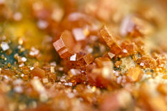 Κρύσταλλα Vanadinite Μακροεντολή Ακραία κινηματογράφηση σε πρώτο πλάνο Στοκ φωτογραφίες με δικαίωμα ελεύθερης χρήσης