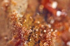 Κρύσταλλα Vanadinite Μακροεντολή Ακραία κινηματογράφηση σε πρώτο πλάνο Στοκ Φωτογραφίες
