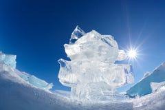 Κρύσταλλο και ήλιος επιπλέοντος πάγου πάγου πέρα από Baikal τη λίμνη Στοκ Εικόνες