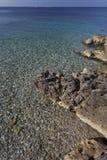 Κρύσταλλο - σαφής θάλασσα watter στο μικρό κόλπο Στοκ φωτογραφία με δικαίωμα ελεύθερης χρήσης