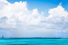 Κρύσταλλο - σαφής ωκεανός σε Punta Cana Στοκ εικόνα με δικαίωμα ελεύθερης χρήσης