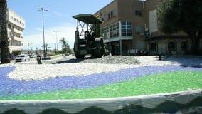 Κτήρια αυτοκινήτων διασταυρώσεων κυκλικής κυκλοφορίας σκηνών ζωής πόλεων περίκλειστων εδαφών της Ceuta φιλμ μικρού μήκους