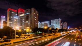 Κτήρια και κυκλοφορία Jianwai SOHO τη νύχτα στο Πεκίνο φιλμ μικρού μήκους