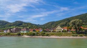 Κτήρια και λόφοι στην κοιλάδα Wachau, Αυστρία Στοκ φωτογραφία με δικαίωμα ελεύθερης χρήσης