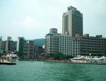 κτήρια κατά μήκος της λίμνης Ταϊβάν ήλιων και φεγγαριών Στοκ φωτογραφία με δικαίωμα ελεύθερης χρήσης