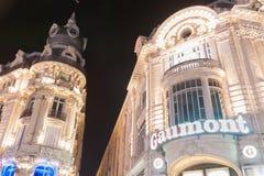Κτήρια κατά μήκος της θέσης de LE Comedie συμπεριλαμβανομένου του ύφους Γ beaux-τεχνών Στοκ Φωτογραφίες