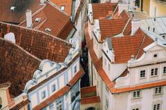Κτήρια με τα κόκκινα κεραμίδια στην Ευρώπη Στοκ φωτογραφίες με δικαίωμα ελεύθερης χρήσης