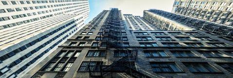 Κτήρια με τα σκαλοπάτια στοκ φωτογραφία με δικαίωμα ελεύθερης χρήσης