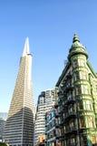 Κτήρια πυραμίδων και του Columbus Transamerica - Σαν Φρανσίσκο, Καλιφόρνια, ασβέστιο Στοκ φωτογραφία με δικαίωμα ελεύθερης χρήσης