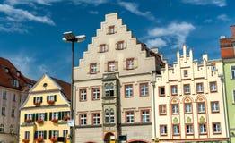 Κτήρια στην πλατεία Arnulfsplatz στην παλαιά πόλη του Ρέγκενσμπουργκ, Γερμανία στοκ εικόνες