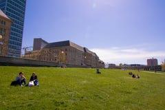 Κτήρια στον περίπατο του Ρήνου του Ντίσελντορφ Στοκ φωτογραφίες με δικαίωμα ελεύθερης χρήσης