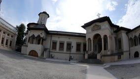 Κτήρια στο εσωτερικό δικαστήριο του ρουμανικού ορθόδοξου πατριαρχικού καθεδρικού ναού απόθεμα βίντεο
