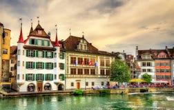 Κτήρια στο ιστορικό κέντρο Λουκέρνης - την Ελβετία Στοκ Φωτογραφίες