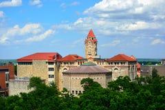 Κτήρια στο πανεπιστήμιο της πανεπιστημιούπολης του Κάνσας στο Lawrence, Κάνσας Στοκ φωτογραφία με δικαίωμα ελεύθερης χρήσης