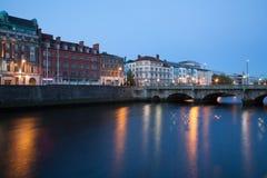 Κτήρια στο Liffey riverbank Στοκ εικόνες με δικαίωμα ελεύθερης χρήσης