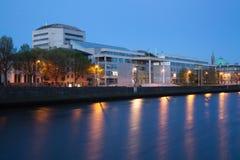 Κτήρια στο Liffey riverbank Στοκ Εικόνες