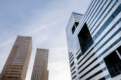 2 κτήρια σύγχρονα Στοκ Εικόνες