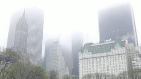Κτήρια του Μανχάταν στην υδρονέφωση - μια βροχερή ημέρα απόθεμα βίντεο