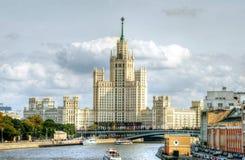 Κτήριο αναχωμάτων Kotelnicheskaya στοκ εικόνα με δικαίωμα ελεύθερης χρήσης