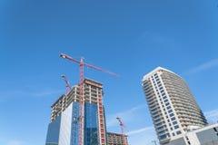 Κτήριο γυαλιού οικοδόμησης γερανών στο Ντάλλας, Τέξας, ΗΠΑ Στοκ εικόνες με δικαίωμα ελεύθερης χρήσης