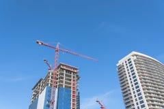Κτήριο γυαλιού οικοδόμησης γερανών στο Ντάλλας, Τέξας, ΗΠΑ Στοκ Φωτογραφίες