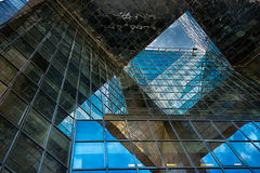 Κτήριο γυαλιού γραφείων στην περίληψη Στοκ Εικόνες