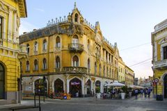 Κτήριο γωνιών σε Oradea, Ρουμανία στοκ εικόνα