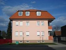 κτήριο διαμερισμάτων μικρό Στοκ φωτογραφία με δικαίωμα ελεύθερης χρήσης