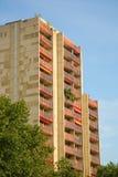 κτήριο διαμερισμάτων σύγχ&rh Στοκ Φωτογραφία