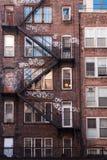 Κτήριο διαμερισμάτων τούβλου πόλεων της Νέας Υόρκης Στοκ Εικόνες