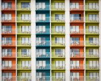 κτήριο διαμερισμάτων ζωηρόχρωμο Στοκ φωτογραφία με δικαίωμα ελεύθερης χρήσης