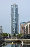 κτήριο διαμερισμάτων σύγχ&rh Πόρτσμουθ Αγγλία Στοκ φωτογραφία με δικαίωμα ελεύθερης χρήσης