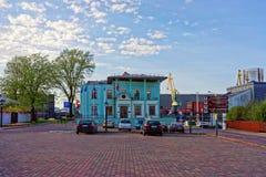Κτήριο διοίκησης ελεύθερων λιμένων σε Ventspils στη Λετονία Στοκ εικόνα με δικαίωμα ελεύθερης χρήσης