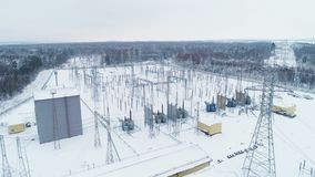 Κτήριο και εξοπλισμός στον τριφασικό σταθμό ηλεκτρικής δύναμης φιλμ μικρού μήκους