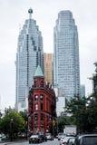 Κτήριο και ουρανοξύστες Gooderham στο Τορόντο το φθινόπωρο Στοκ φωτογραφίες με δικαίωμα ελεύθερης χρήσης