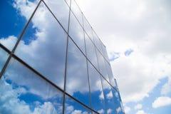 Κτήριο και ουρανός με τις λάμποντας ακτίνες Στοκ εικόνα με δικαίωμα ελεύθερης χρήσης